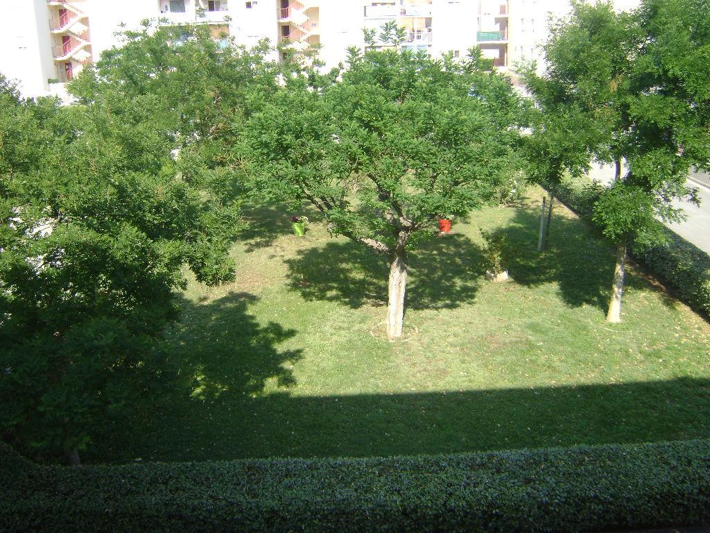 Appartement T4 - 85 m² - Berre L Etang